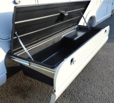 camping-car-haut-de-gamme-mercedes-rangements